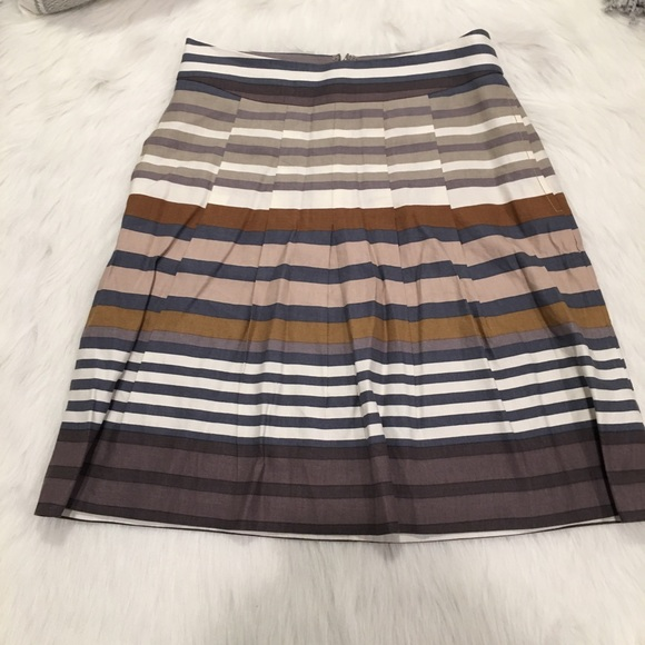 Banana Republic Dresses & Skirts - Banana Republic Gray & Brown Stripped Pocket Skirt